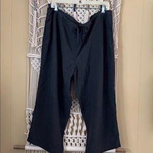 LL Bean active Capri pants